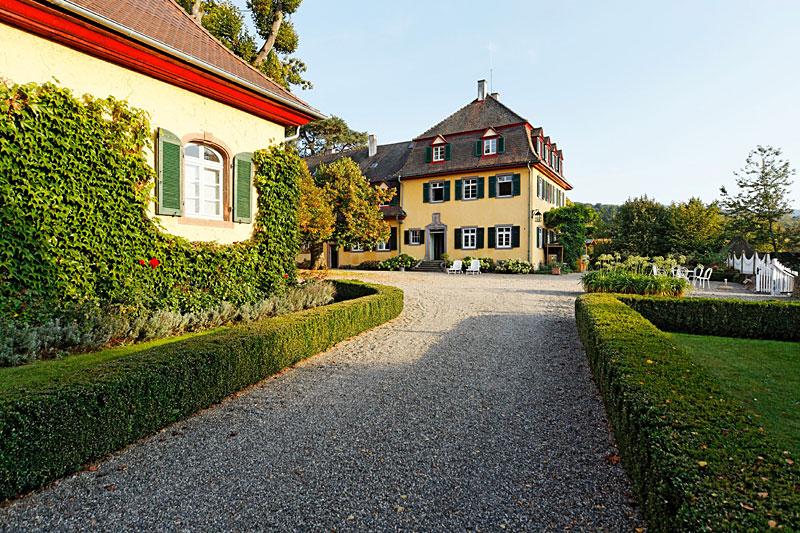 Hofeinfahrt zu Schloss Bollschweil